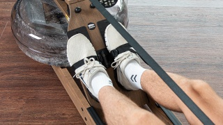 Figure: Platforma do ułożenia stóp jak w prawdziwej łódce z wiosłami