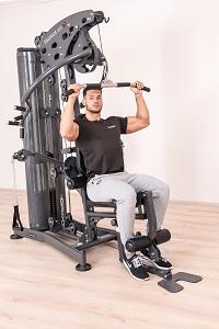 Les tractions latissimus vous permettent d'entraîner efficacement les muscles du dos et des épaules