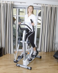 Effective cardio training with the cardiostrong elliptical cross trainer EX40