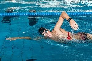 Nager avec une montre cardio